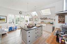 5 bedroom property in Glenroy Street...