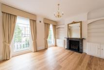 Flat to rent in Abbey Gardens...