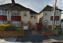 Apartment to rent in Holligrave Road, Bromley...