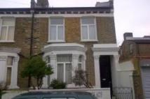 Apartment to rent in Oswyth Road, Camberwell...