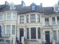 property to rent in Roundhill Crescent