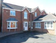 Detached property in Angelbank, Horwich