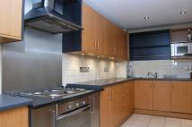 Flat to rent in St Davids Square...