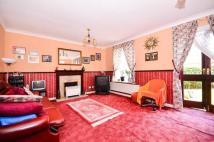 4 bedroom house in Hallywell Crescent...