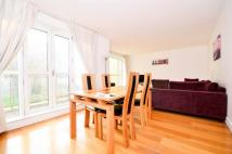 Flat to rent in Canary Riverside...