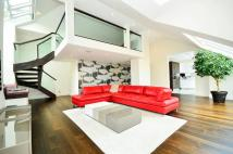 Penthouse for sale in Mercury Court, Docklands...