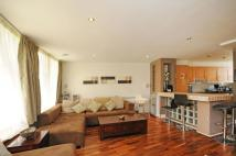 2 bed Flat in Pierhead Lock...