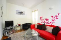Flat to rent in Albert Road, Silvertown...