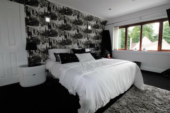 Bedroom 2 with en