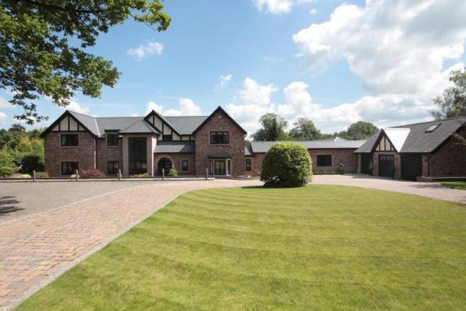 6 Bedroom Detached House For Sale In Castle Hill