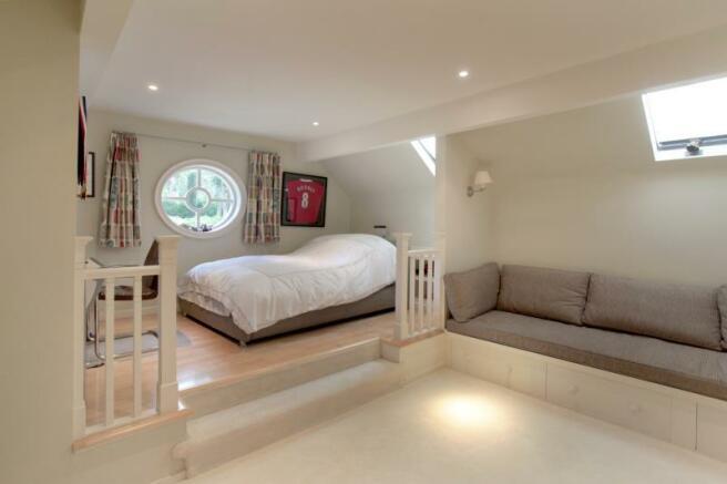 Bedroom 4/Sitting