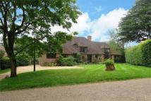 5 bed Detached home in Downsway, Guildford...