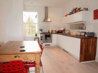 2 bed Flat to rent in Arodene Road, Brixton