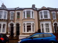 Flat to rent in Holmewood Gardens...