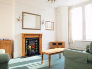 4 bedroom Flat in Cornford Grove, Balham
