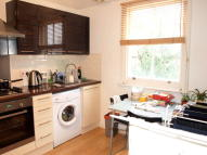 Flat to rent in Ferndale Road...