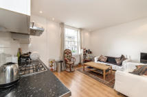 Flat to rent in Stockwell Park Crescent...
