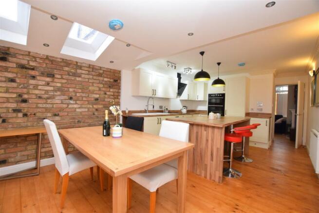 Kitchen.......jpg