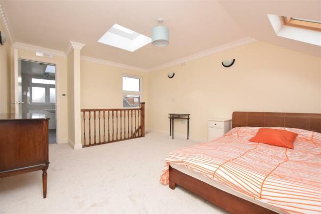 bedroom......jpg