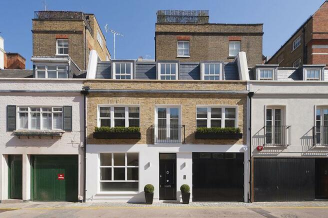 3 bedroom mews house to rent in clabon mews london sw1x. Black Bedroom Furniture Sets. Home Design Ideas