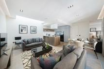 Flat to rent in Babmaes Street, London...