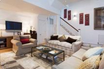1 bedroom house to rent in Pont Street Mews, London...
