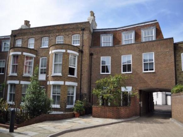2 Bedroom Maisonette For Sale In John Day House Lower