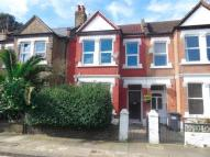 2 bedroom Flat in Overcliffe Road...