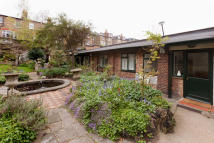 Terraced Bungalow for sale in Highbury Grove, N5 1HJ