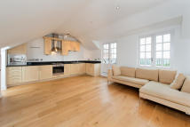 Apartment to rent in Highbury Grove, N5 2AG