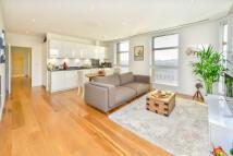 2 bedroom Flat in Highbury Crescent, N5 1RN