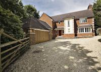 4 bed Detached house for sale in Robinswood...