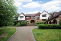 5 bedroom Detached house in Camp Road...