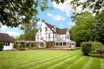 6 bed Detached house in Riversdale, Bourne End...