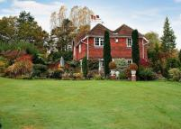5 bed Detached house in Rye Road, Hawkhurst...