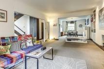 3 bed Apartment in Lower Addison Gardens...