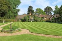 6 bed Detached house for sale in Shortfield Common Road...