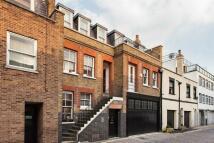 4 bedroom Flat in Weymouth Mews, Marylebone