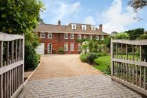 6 bed Detached house in Park Avenue South...