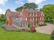 8 bedroom Detached property in Tring Road, Northchurch...