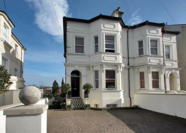 4 bedroom house for sale in upper grosvenor road. Black Bedroom Furniture Sets. Home Design Ideas