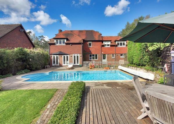 4 Bedroom Detached House For Sale In Camden Park Tunbridge Wells Kent Tn2 5bb Tn2
