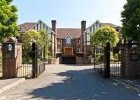 Flat for sale in Tudor Grange...