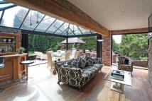 4 bedroom Detached property in Wood Lane North...