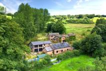 5 bedroom Detached property for sale in Hocker Lane...