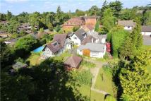 Detached home in Lower Cookham Road...