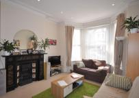 Flat to rent in Eastbury Grove, Chiswick