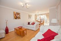 2 bedroom Flat in Lowry Court...