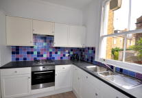 Flat to rent in Linden Gardens, Chiswick