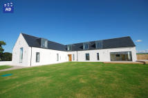 5 bed Detached Villa for sale in Helenton View ...